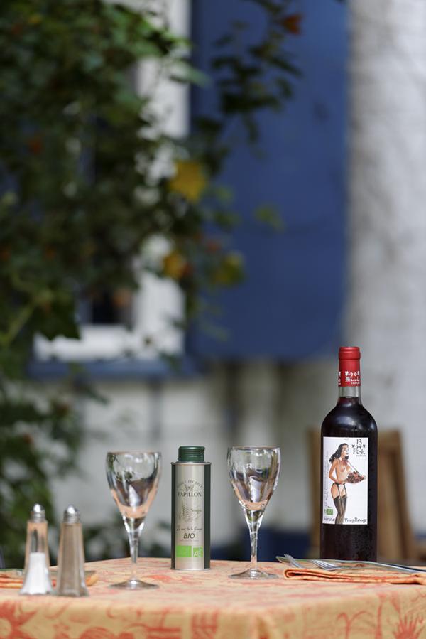 La Petite Auberge terrasse table vin