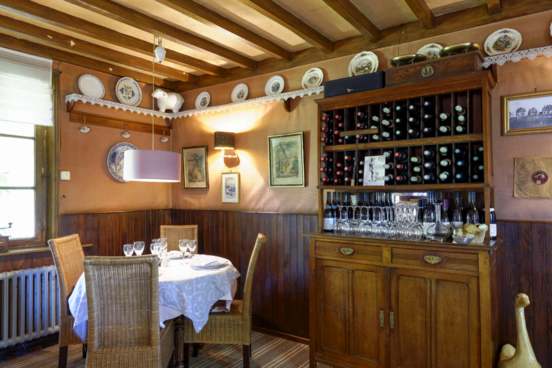 La Petite Auberge restaurant traditionnel table